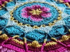 Free crochet pattern: Sophies Garden. Link to English pattern. Handwerkjuffie.