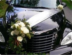 decoration de voiture de mariage ruban et roses