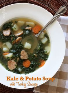 SOPA DE PAPA Y SALCHICHA DE PAVO Kale and Potato Soup with Turkey Sausage - It's a meal in a bowl and kale is one of the healthiest vegetables around, high in vitamins K, A and C with both antioxidant and anti-inflammatory benefits. Healthy Soup Recipes, Skinny Recipes, Cooking Recipes, Ww Recipes, Cooking Blogs, Ninja Recipes, Veggie Recipes, Healthy Meals, Delicious Recipes