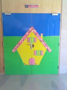 Porta de entrada do sector infantil. Casa de doces de Hansel e Gretel