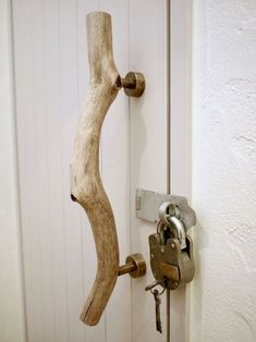 treibholz-turgriff-antikschloss-tur-innen-custom-housing-monte/ - The world's most private search engine Door Pulls, Door Handles, Deco Originale, Driftwood Crafts, Creation Deco, Custom Homes, Wood Projects, Diy Furniture, Diy Home Decor