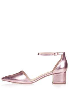 Chaussures métallisées avec talons mi-hauts JIVE #Topshop vu dans le stylist grâce à #Overlay