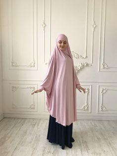 Transformer blush Khimar Transformer light pink hijab image 2 Muslim Fashion, Hijab Fashion, Fashion Dresses, Niqab, Hijab Style, African Print Fashion, Mode Hijab, Muslim Women, Dame