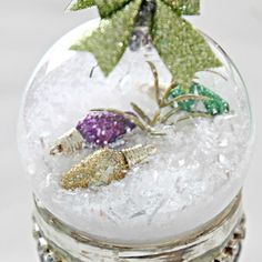 Hometalk Highlights's discussion on Hometalk. 23 Breathtaking Ways to Dress Up a Plain Plastic (Or Glass) Ornament - Those ordinary ball ornaments aren't much to look at - til you do THIS German Christmas, Christmas 2019, Christmas Diy, Christmas Bulbs, Holiday Crafts, Clear Plastic Ornaments, Glass Ornaments, Ornaments Ideas, Diy Snow Globe