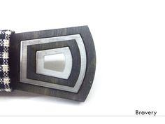 """Бабочка """"Cube""""  Материал: Дерево, оргстекло, световые детали.  Съемный корпус для смены батарейки. Кнопка включающая и выключающая подсветку.  Цена: 1990 рублей"""