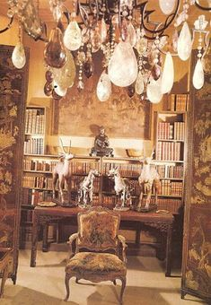 How many of you know that Coco Chanel was a great lover of Chinoiserie? Shown here are photos of her apartment at 31 Rue Cambon where she d. Parisian Apartment, Paris Apartments, Rue Rivoli, Mademoiselle Coco Chanel, Saint Chapelle, Place Vendôme, Architecture Design, Moda Paris, Chanel Paris