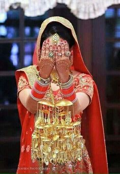 Wedding Jewellery Inspiration, Indian Wedding Jewelry, Indian Bridal, Dulhan Dress, Bridal Chuda, Bridal Bangles, Punjabi Bride, Bridal Poses, Bridal Photography