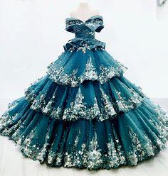 i'm not much, but i'm all i have - fashion-runways: MAK TUMANG Gail Solis dress Ball Dresses, Ball Gowns, Prom Dresses, Beautiful Gowns, Beautiful Outfits, Stunning Dresses, Pretty Outfits, Pretty Dresses, Mode Kpop