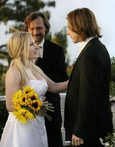 Image from http://images2.fanpop.com/image/photos/11000000/6-16-Allison-Rolen-Got-Married-medium-11014166-290-370.jpg.