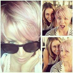 Pin for Later: Die Stars tragen Haare in allen Regenbogenfarben Kaley Cuoco