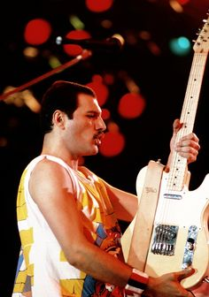Queen ~ Freddie Mercury