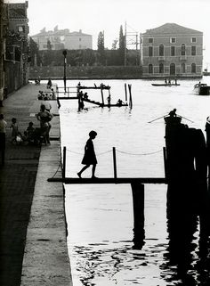 Photography is a universal language Fondamenta Nupe, Venice, 1959 by Willy Ronis Willy Ronis, Photography Workshops, City Photography, Vintage Photography, Advanced Photography, Photography Articles, Underwater Photography, Robert Doisneau, Photography Essentials