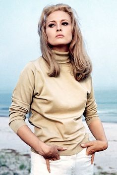 Faye Dunaway in The Thomas Crown Affair- Casual chic.