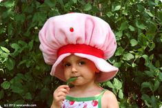 Sew Can Do: Vintage Inspired Crafts: Lil Strawberry Shortcake Hat Tutorial Strawberry Shortcake Halloween Costume, Strawberry Costume, Strawberry Shortcake Doll, Sewing Kids Clothes, Sewing For Kids, Free Sewing, Kids Clothing, Costume Tutorial, Hat Tutorial