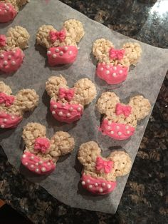 My DIY Rice Krispies Minnie Mouse party treats! My DIY Rice Krispies Minnie Mouse party treats! Minnie Mouse Party Decorations, Minnie Mouse Cookies, Minnie Mouse Theme Party, Minnie Mouse Birthday Cakes, Minnie Mouse Baby Shower, Mickey Mouse Clubhouse Birthday, Minie Mouse Party, Mickey Mouse Treats, Minnie Mouse Favors