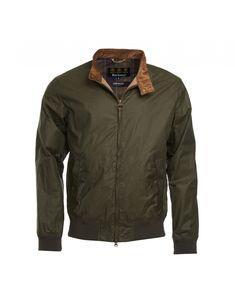 Perfectly suited to all your outdoor needs, the Men's Lightweight Royston Wax Jacket is based on the classic Harrington jacket design, and features the classic collar, ribbed cuffs and hem, and external zip pockets. The jacket is sure to add some classic style and sophistication to any outfit, and looks great when matched with anything from casual jeans to smart trousers.