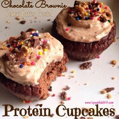 Chocolate Brownie Peanut Butter Frosted Protein Cupcakes 2 scoops (70 g) Cellucor Molten Chocolate Whey 100 g oats 3 Tbsp (15 g) unsweetened cocoa powder 1/2 cup (122 g) canned pumpkin 1/2 cup (113 g) plain non-fat Greek yogurt 3 large egg whites 1/2 cup unsweetened vanilla almond milk 1 tsp baking powder 1 tsp vanilla extract Stevia to taste, Peanut Butter Frosting: For each cupcake, use 1 Tbsp (15 g) Greek yogurt mixed with 1 Tbsp (6 g) PB2 (powdered peanut butter).
