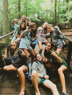 Camping with friends girls bffs ideas – girl photoshoot poses Cute Friend Pictures, Best Friend Pictures, Friend Pics, Cute Bestfriend Pictures, Bff Pics, Cute Friends, Best Friends, Friends Girls, Group Of Friends