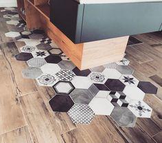 likes, 58 comments - Julie Delvarre (Julie Delvarre) on I . Decor, Rustic Home Design, Floor Design, Dream Decor, House With Porch, Modern Rustic Homes, African Decor, Floor Remodel, Home Deco
