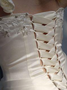 Brautkleid-Schnürung eines maßgeschneiderten Korsagen Brautkleid aus Satin