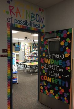 If you're anything like me, you've been searching for way to set up your classroom for a successful year. Here's a sneak peak of my classroom, and some tips and strategie