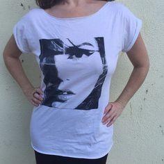 Oversized long white t-shirt TOP graphic face M/L Very cool white long oversized tee with a bold graphic femme face. Great with jeans, shirts, leggings and skirts. Comfy too! Forever 21 Tops Tees - Short Sleeve