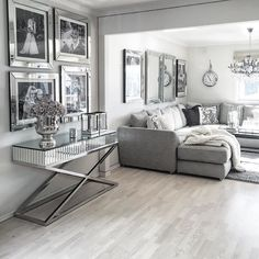 Lekkert hos @homebymatilde  #classicliving #siennaconsole145