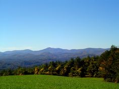 Blue Ridge Parkway | Yadkin Valley Home's Blog Blue Ridge Parkway, Mountains, Nature, Blog, Travel, Naturaleza, Viajes, Blogging, Destinations