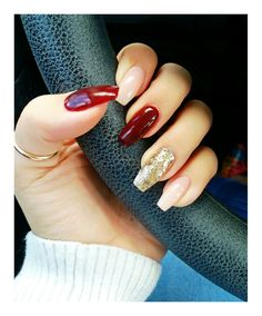 Lovely fall nails Burgundy, natural, black with golden chevron, burgundy & natural How To Cut Nails, Love Nails, Pretty Nails, My Nails, Overlay Nails, Winter Nails, Fall Nails, Fall Acrylic Nails, Fall Nail Designs