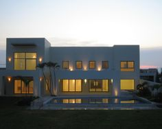 Mesmerizing Ideas for Modern Minimalist Design : Awesome Contemporary House With Swimming Pool Frac. Costa De Oro