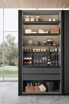 Browse the latest updates for kitchens, bedrooms and bathrooms for uber cool inspiration - Design della cucina Pantry Design, Cabinet Design, Kitchens And Bedrooms, Home Kitchens, Small Kitchens, Kitchen Sale, Kitchen Showroom, Kitchen Ideas, Kitchen Decor