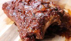 Dezespareribs uit de slowcooker met pittigebarbecuesaus zijn zó lekker dat het een zonde is als je ze niet maakt. Het vlees is zo zacht dat het uit elkaa...