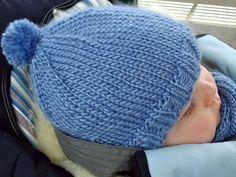 bommelmütze - Knitting patterns, knitting designs, knitting for beginners. Knitting Socks, Baby Knitting, Knitted Hats, Crochet Hats, Diy Mode, Bobble Hats, Learn How To Knit, Drops Design, Knitting For Beginners