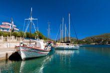 el puerto∗ (poo-ehr-toh) (noun) port, harbor