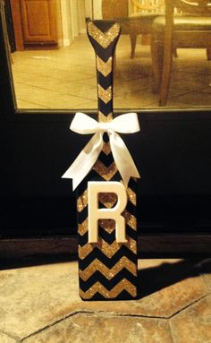 Black and gold chevron paddle. I want this!