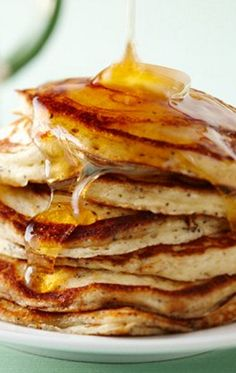 How to Cook Buttermilk Pancakes from Better Homes and Gardens, January Read it on the Texture app-unlimited access to top magazines. Blueberry Pancakes, Buttermilk Pancakes, Breakfast Pancakes, Delicious Breakfast Recipes, Snack Recipes, Dessert Recipes, Snacks, Best Pancake Recipe, Pancake Recipes