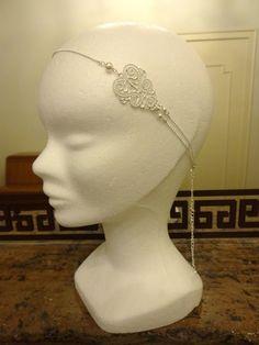 Headband mariage arabesque ciselée dentelle argentée avec perles swarovsky nacrées blanches : Accessoires coiffure par les-bijoux-d-aki