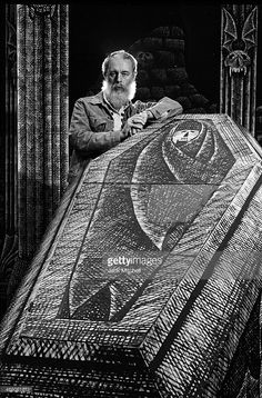 Artist and Writer Edward Gorey photographed in September 1977 on the set he designed for the Broadway production of Dracula, for which he won a Tony Award for Best Costume Design. Get premium, high resolution news photos at Getty Images Edward Gorey, Edward Lear, Best Costume Design, Haunted Dolls, Up Book, Cool Costumes, Dracula, Macabre, Illustration Art
