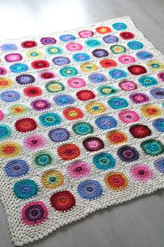Crochet Squares Design - The pattern is available in Dutch (Nederlands) as well. The Colour wheel blanket is a festivity of colour! Use up all of your scraps and leftovers in this happy scrappy blanket. Crochet Squares, Crochet Motifs, Crochet Circles, Crochet Blocks, Granny Square Crochet Pattern, Afghan Crochet Patterns, Free Crochet, Blanket Crochet, Crochet Granny