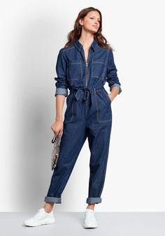 Our stylish indigo blue Denim Boiler Suit has a modern utilitarian-esque feel designed to gently define the waist. Jumpsuit Outfit, Denim Jumpsuit, Dungarees, Denim Fashion, Look Fashion, Fashion Outfits, Estilo Denim, Mode Jeans, Cotton Jumpsuit