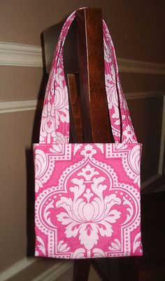 "Craft Apple's ""Lindie Bag"" free, yes, free, purse pattern tutorial. This was the first bag that I ever attempted to make. It is SO simple and very well explained! Try it today."