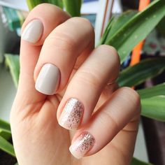 The advantage of the gel is that it allows you to enjoy your French manicure for a long time. There are four different ways to make a French manicure on gel nails. How To Do Nails, Fun Nails, Gelish Nails, Manicure E Pedicure, Super Nails, Gel Nail Designs, Nail Decorations, Nail Envy, Trendy Nails