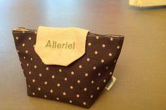 DIY Anleitung für ein Täschchen als Kulturtasche inkl. kostenlosem Schnittmuster. Wahlweise wird ein Reißverschluss, oder ein Knopf genommen