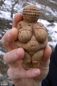 Vénus de Willendorf -24000 à - 22000.