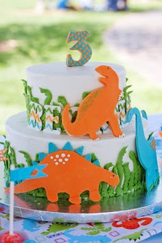 Patty Cakes Bakery: Dinosaurs cake