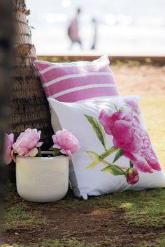 #Kremmerhuset #sommer #utendørs #summer #interiør #sol #varme #stilleben #miljøbilde #mumbai #piknik #picnic #putetrekk #Pillow #flowers #interior #blomster #beach #pink #rosa