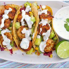 Shrimp Tacos with Cilantro-Lime Sour Cream Garnelen-Tacos mit Koriander-Limetten-Sauerrahm-Rez Shrimp Tacos, Shrimp Taco Recipes, Tilapia Recipes, Cilantro Lime Shrimp, Fish Tacos, Fish Recipes, Recipies, Lime Cream, Sour Cream