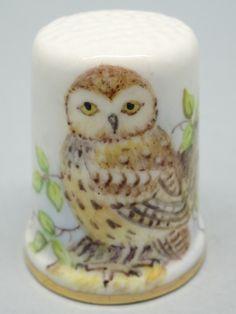 Little Owl. Dunheved. Firmado D. Wilson. Thimble-Dedal-Fingerhut.
