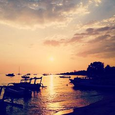 Sunset from 7SEAS Dive Resort #giliair #giliislands #bali #lombok #lombokisland #thebalibible #thegiliguide #sea #sealovers #sunset #happyhours #indonesia #islandlife #boat #instatravel #instadive #sunsetdive #instafun #paradisevacation #holidays #explore #island #gotogili #newbali