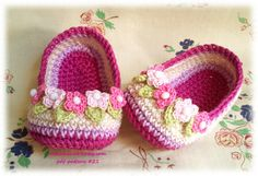 Crochet Slippers with flowers for Baby  pattern pdf by Nekomaru85, €3.50